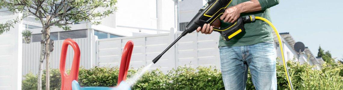 Лесно почистване без граници с ръчна акумулаторна водоструйка